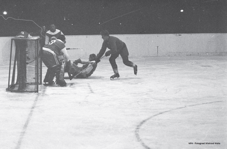 JAAP EDENBAAN AMSTELTIJGERS ROTTERDAM - 20 JAN 1964